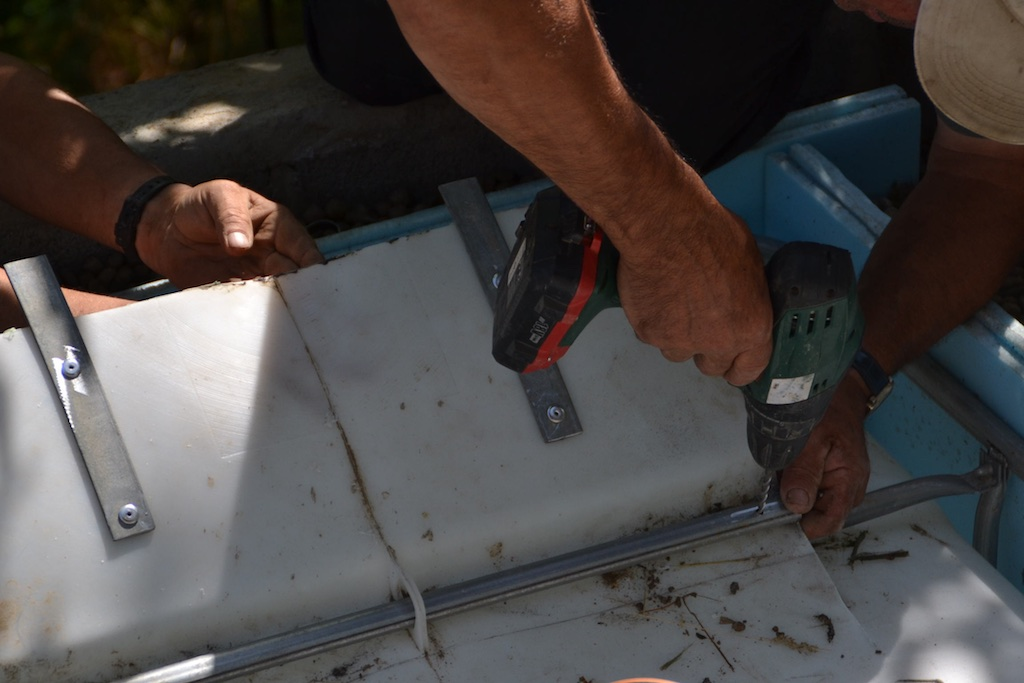Adding metal bar to the tank hatch to hold it in place