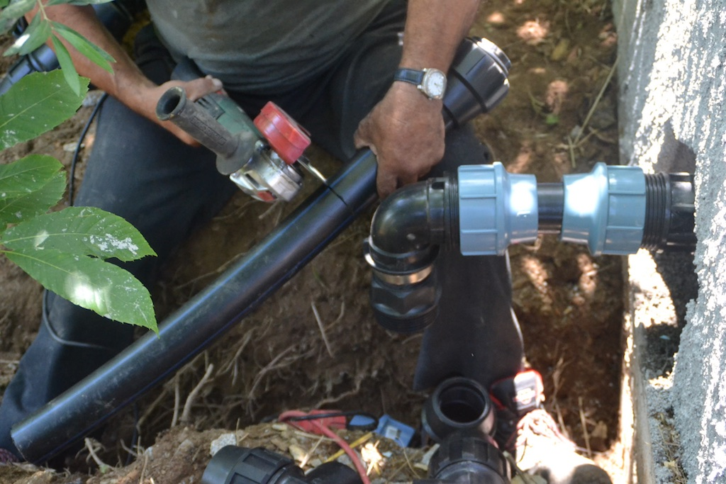 Laying pipework to the 'greenfilter' bed