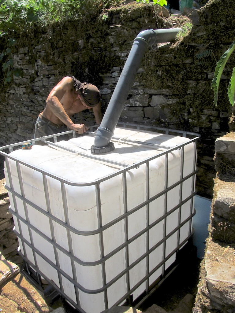 Building the worm tank housing for the vermicomposting flush toilet system at Quinta do Vale